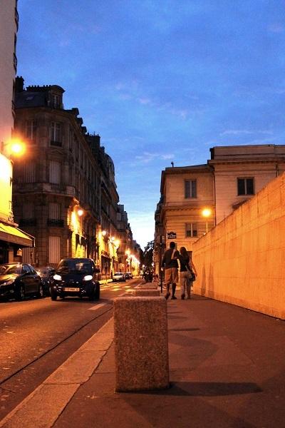 パリ オルセー美術館前 夜