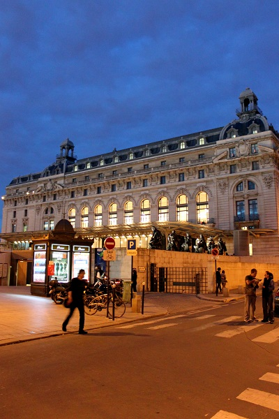 パリ オルセー美術館 夜 裏側