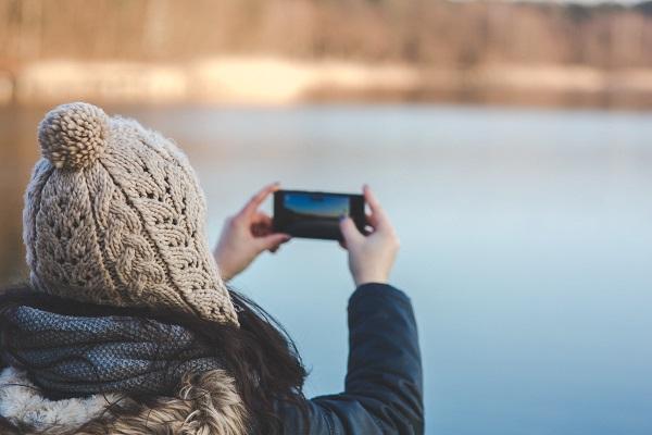 hands-woman-camera-smartphone.jpg