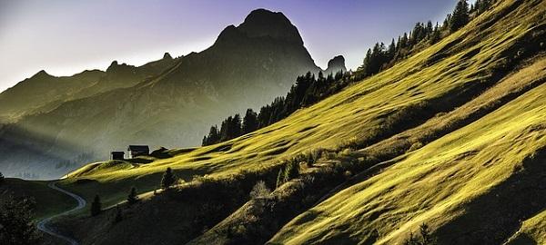 mountain-landscape-640617_640.jpg