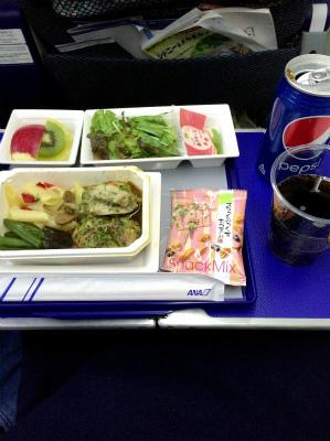 ANA 全日空 羽田空港出発 シドニー空港行き 787 R2-D2 ANA JET 夕食 機内食 飛行機の中