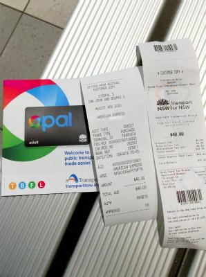オーストラリア NSW シドニー空港内 シドニートレイン 電車 改札前 Opalカード購入 トップアップA$40