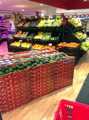 オーストラリア シドニー ウインヤード駅 地下 コールス スーパーマーケット フルーツ売り場 生鮮食品