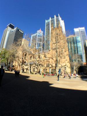 オーストラリアのシドニー、タウン・ホール駅近くのセント・アンドリュース大聖堂