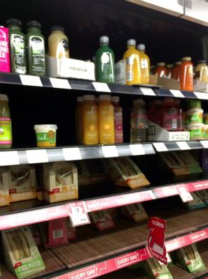オーストラリア シドニー ウインヤード駅 コールス スーパーマーケット フレッシュ・ジュースとサンド・ウィッチ