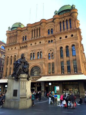 QVB 美しいクイーン・ビクトリア・ビルディング ヴィクトリア 南側 ヴィクトリア女王の銅像 ブロンズ像