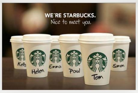 スターバックスで名前を書かれた紙コップ カップ イメージ atarbucks cafe name