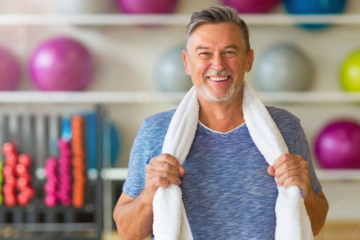 健康的な中年男性の写真