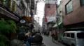 [旅][食]大阪千日前、手前が「釜たけうどん」の行列、右奥が「千とせ」の行列