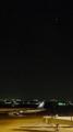 [旅]伊丹空港、右上の大きいのは宵の明星金星、左下の弱い光が航空灯