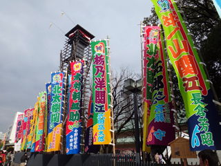 日本大相撲トーナメントで賑わう国技館