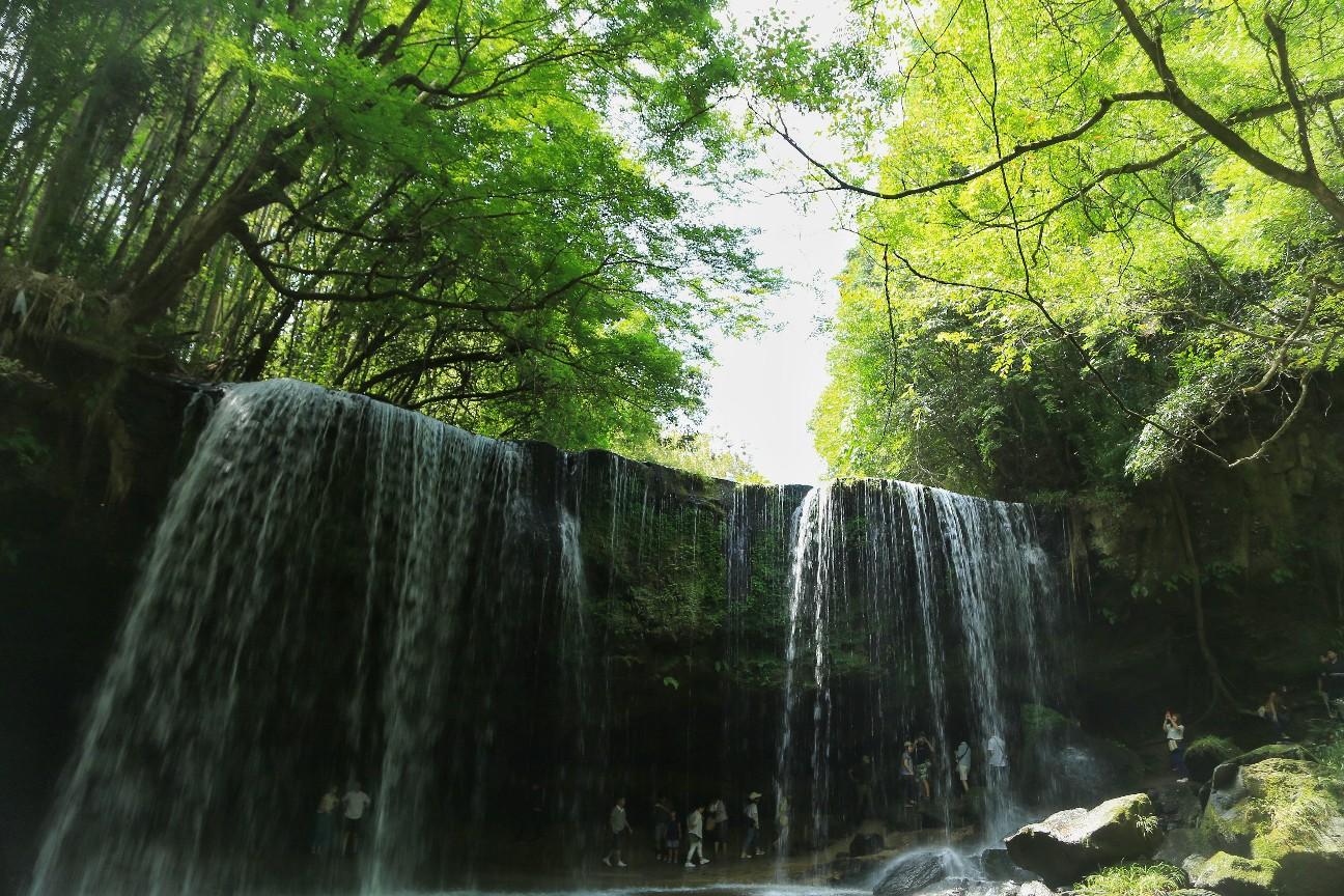 一眼レフカメラで撮影した鍋ヶ滝の写真。