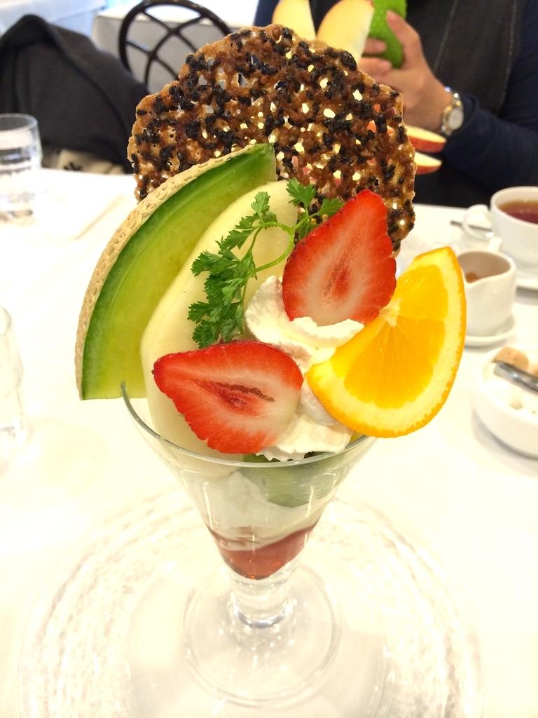 神戸元町 ベニマン の旬果のフルーツパフェ