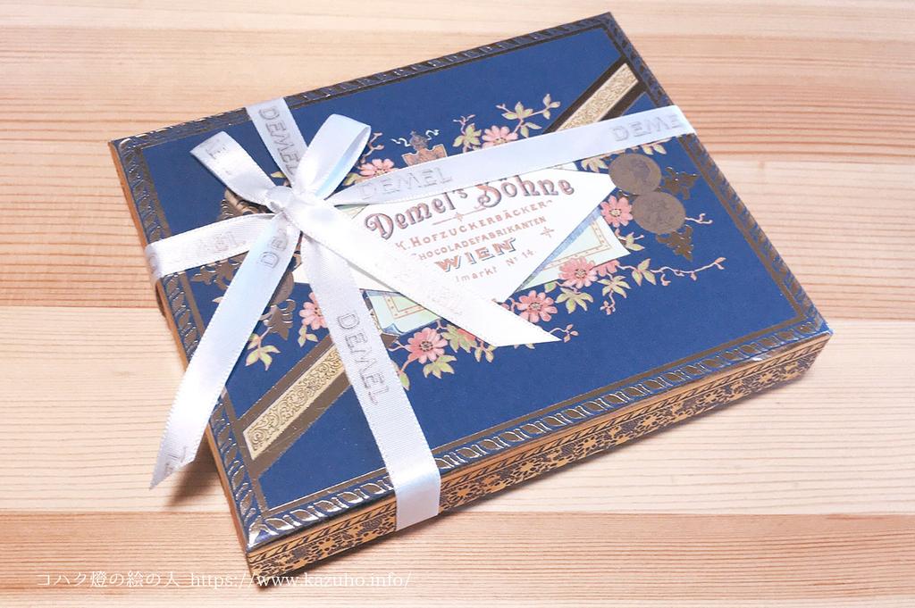 いただきもののデメルの美しい菓子箱