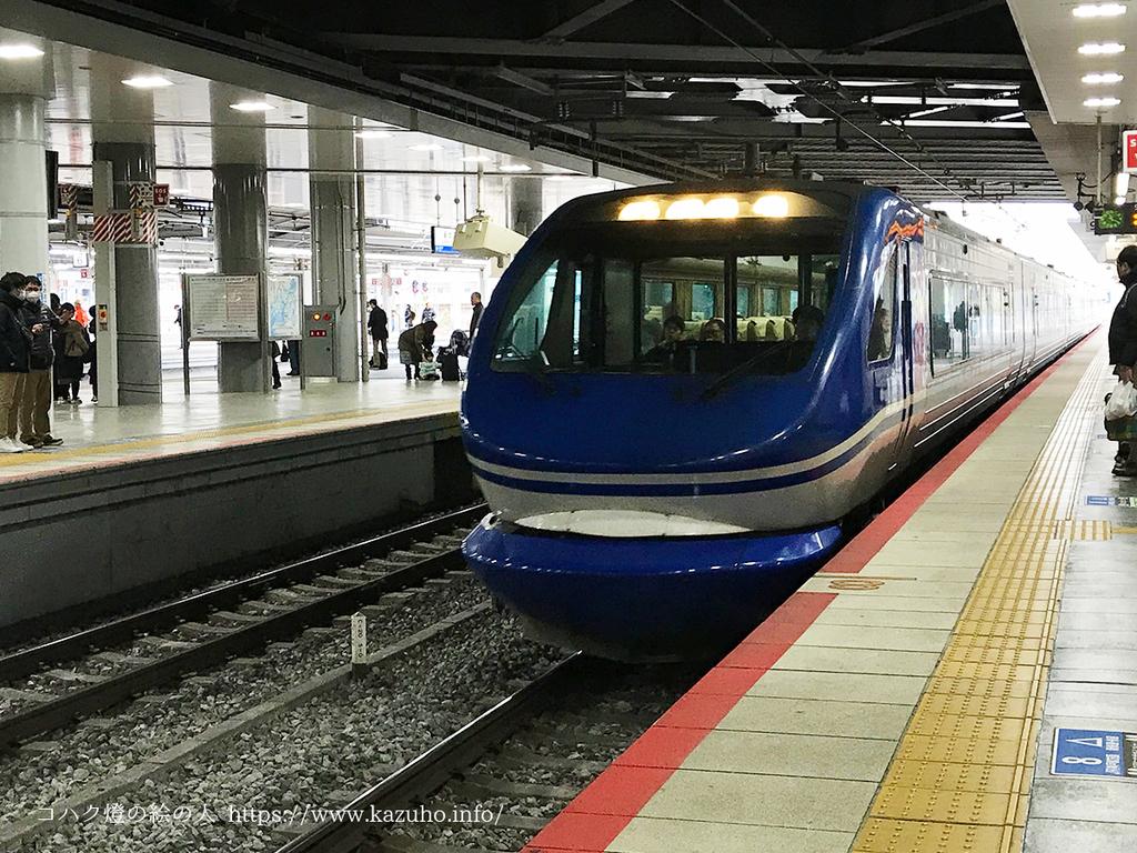 新大阪駅に到着するスーパーはくと
