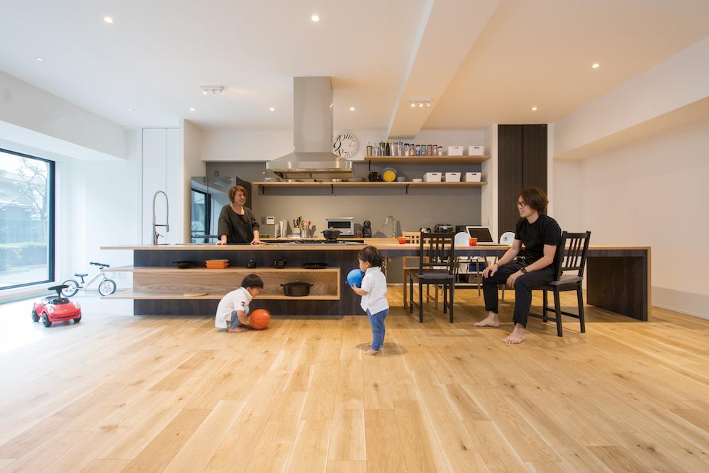 大きなキッチンと土間のある家へのリノベーション