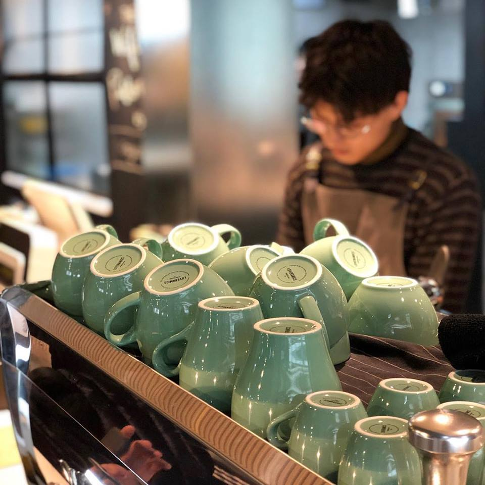 香港のほとんどのカフェで使われている食器LOVERAMICS