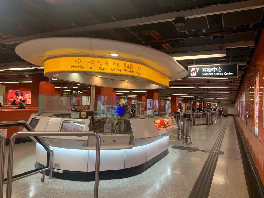 香港の電子マネーオクトパスカードの購入方法地下鉄の写真