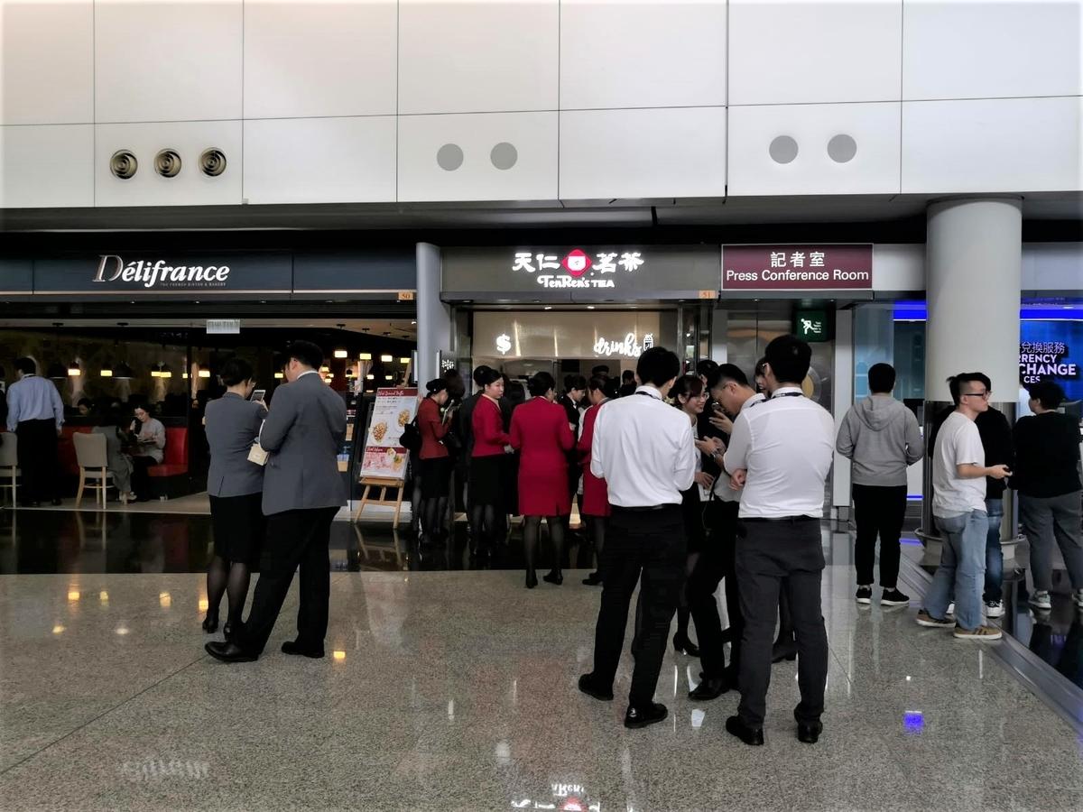 香港空港でタピオカミルクティー