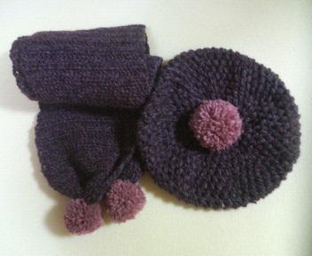 変わり玉編みのベレーと長編みのマフラー