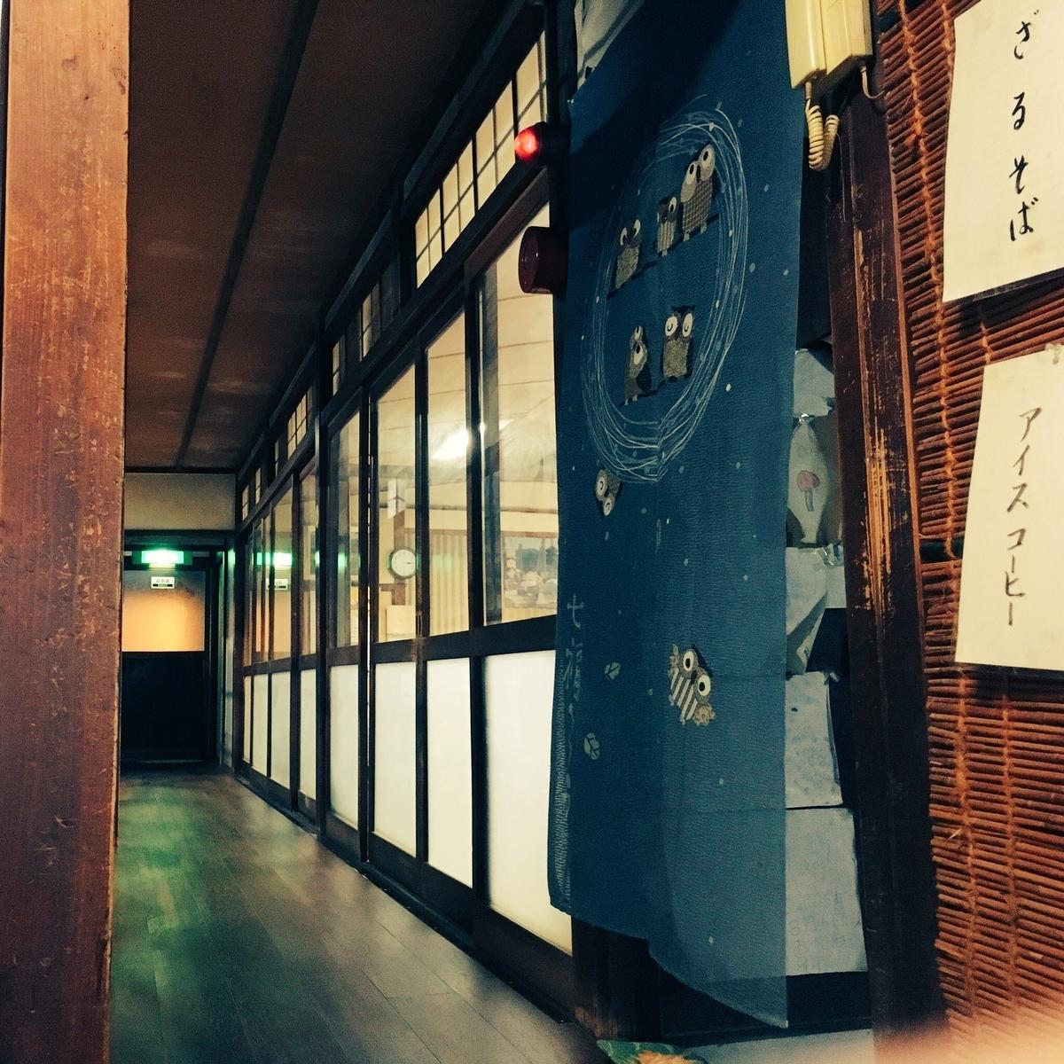 休憩室前の廊下