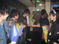 2010年追いコン 2次会@Bar Toraja 14 花束贈呈