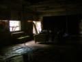 吉田寮食堂の内部。外部を流れる時間から遮断されたような場所。