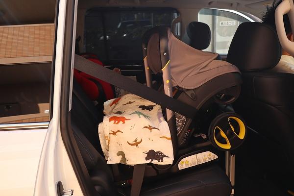 ベビーカーを車に設置した写真