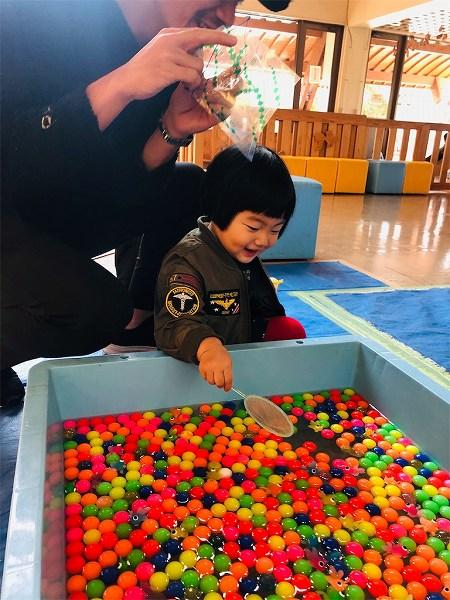 子供が喜ぶ金魚すくいとスーパーボールすくい、100円♡