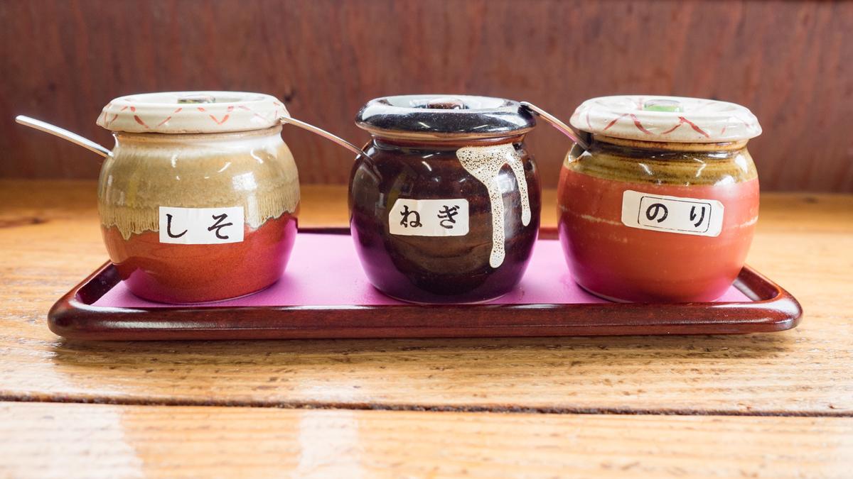 「食堂かめっち。」の「黄福定食」のたまごかけごはん用の3種のタレ