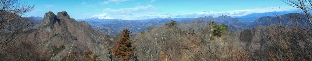 鹿岳と白く染まった浅間山