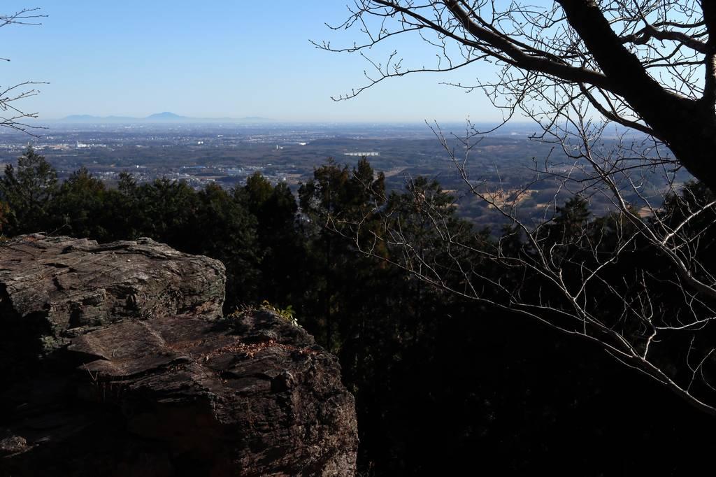 岩は簡単に登れますが非常に降りづらいので無理に登らないほうが良いかと