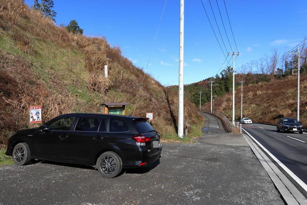 駐車場からすぐに登山口があります
