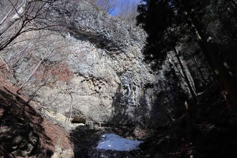 威怒牟畿不動滝。水量はほとんどありませんが岩マニアの方は大満足?