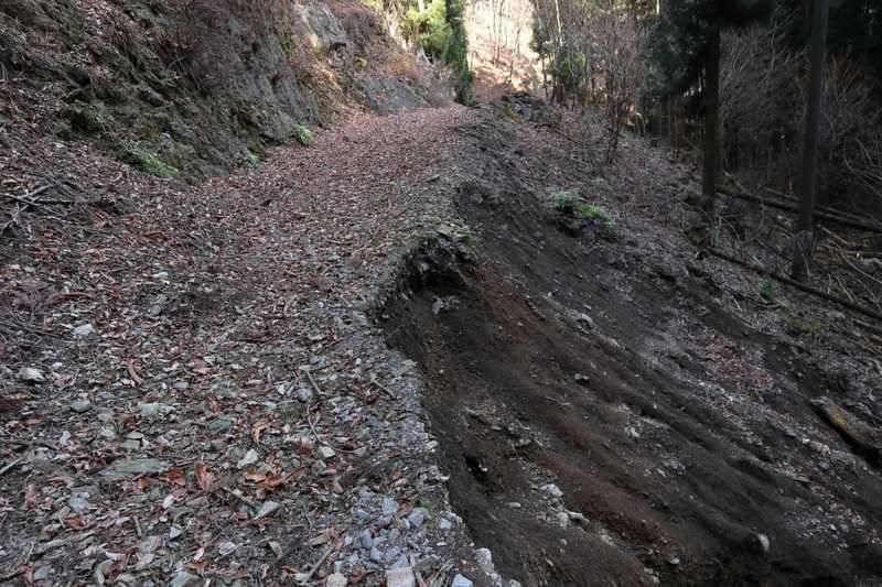 台風の影響で荒れた道が続きますがルートはシッカリしているので慎重に。