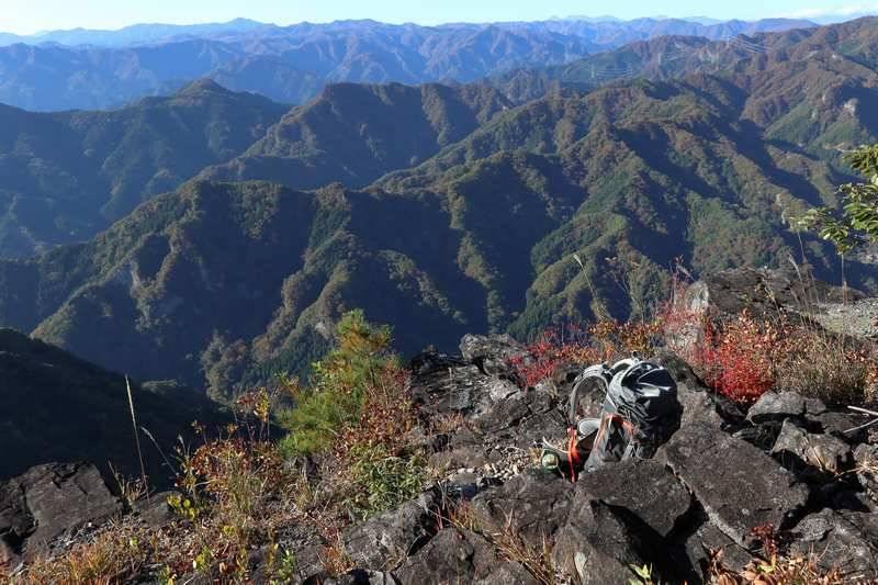 長居したいところですが分岐まで戻り、二ノ岳(鹿岳本峰)を目指します。