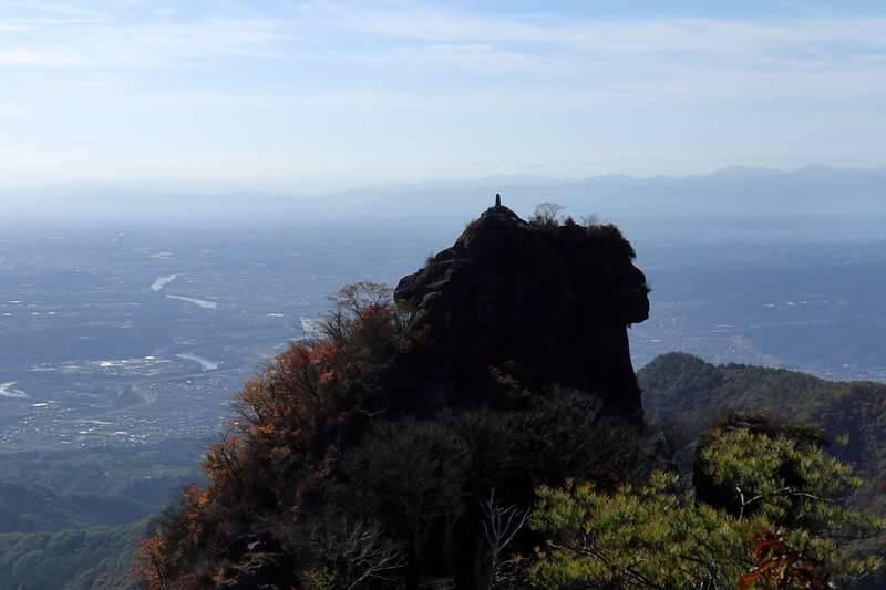 自分が登ってきた獅子岩を遠くから眺めます。