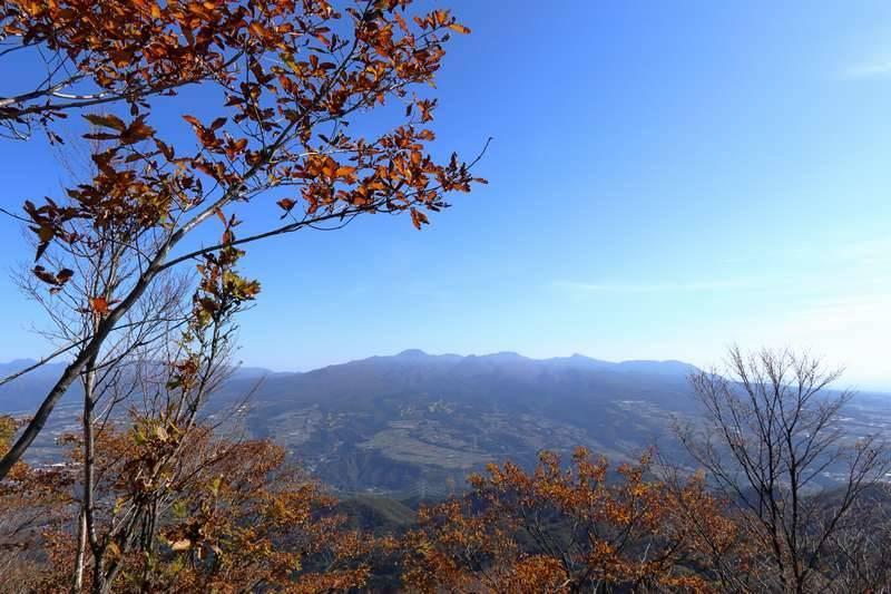 メシを食べて浅間山方面目指して下山を開始します。