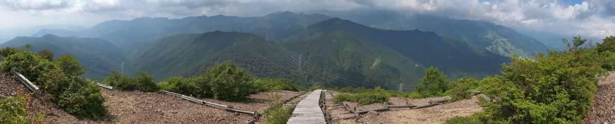 階段エリアを振り返れば大パノラマが。