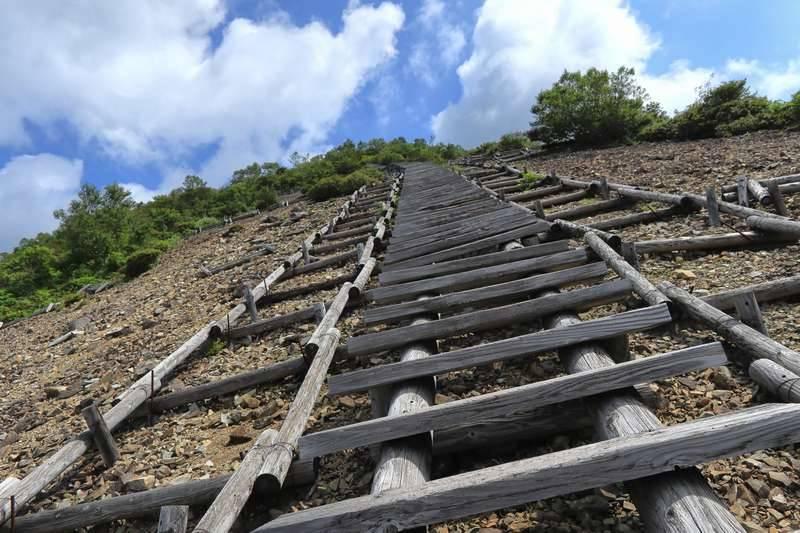山頂までひと踏ん張り。(結構急です)