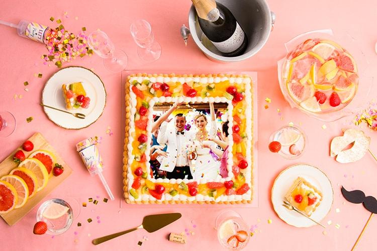 結婚式2次会に、企業イベントに!ピクトケーキに50〜70名向けの大型写真ケーキが登場