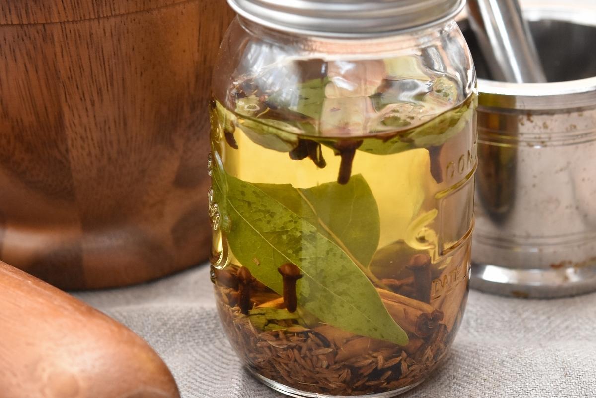 スパイスマスター直伝のブレンドで作る「スパイスオイル」。いつもの料理を底上げするこの香り【バリ猫ゆっきー】