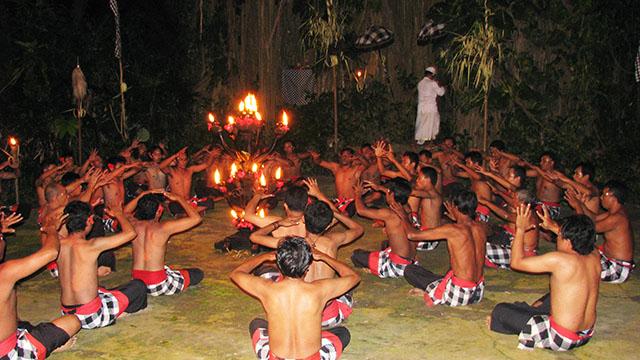 バリ島の人気ダンス・ケチャダンスはウルワツ寺院で楽しもう