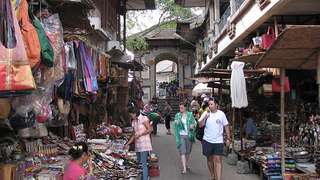 ウブドの観光ポイント・ウブド市場