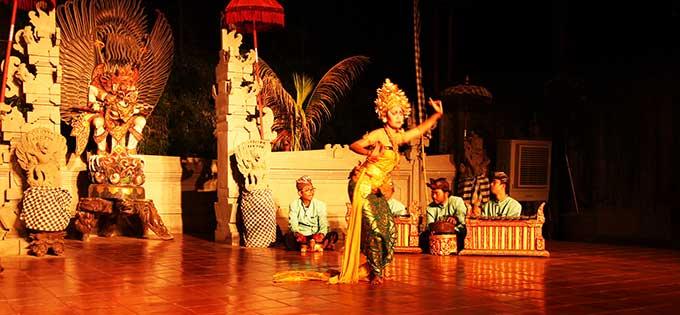 クマンギレストランでバリ伝統舞踊