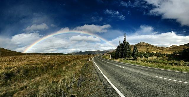 rainbow-background-1149610_640.jpg