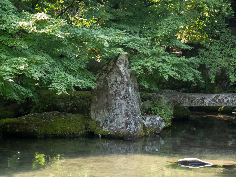 鶴石(蓮華寺)