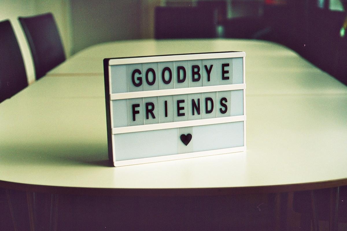さよなら友達のパネル