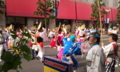 大通りにて。なんかのお祭り。