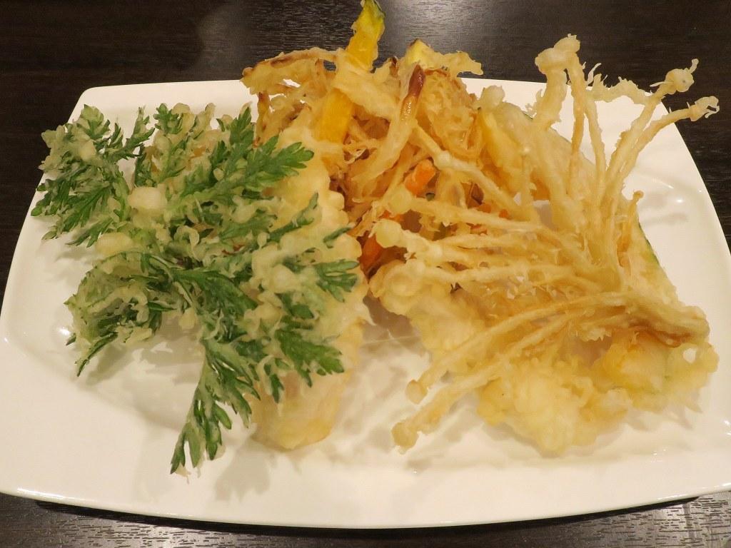 新感覚蕎麦店「蕎麦DAYS」カレーぶっかけ蕎麦は、スープカレーとカツカレー、蕎麦が融合した一品【新潟】